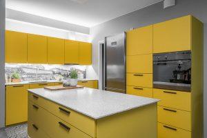 Keltainen keittiö Turun Kakolassa