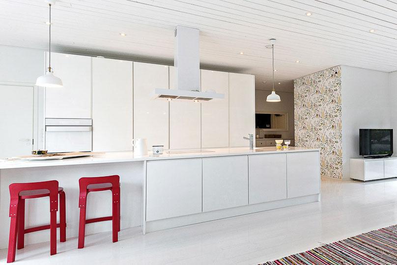 Vetimetön valkoinen keittiö